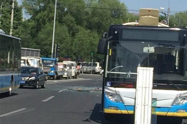 北京569路电动公交车突然爆炸 为北汽福田电动公交车