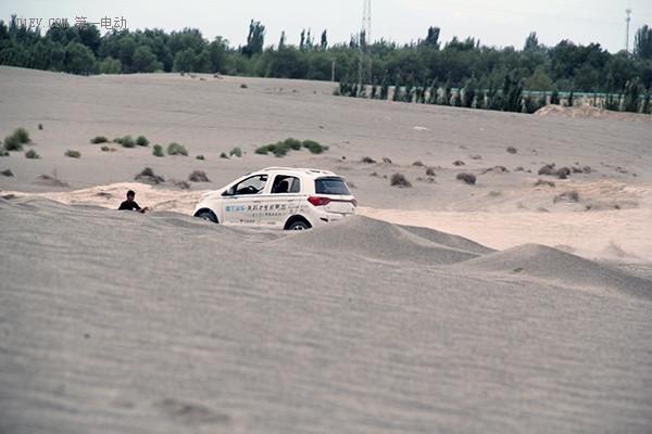 """雷丁S50万里丝绸之路:穿越""""死亡之海"""" 挑战中国最大沙漠"""