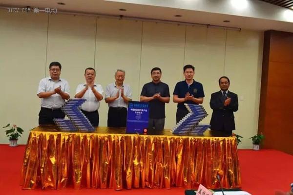 《新能源汽车蓝皮书》国际论坛在京召开 美德日三国专家谈新能源汽车推广