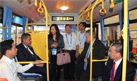 """全球首创,南京金龙""""氢混燃气(增程式)电动客车""""亮相东盟博览会"""