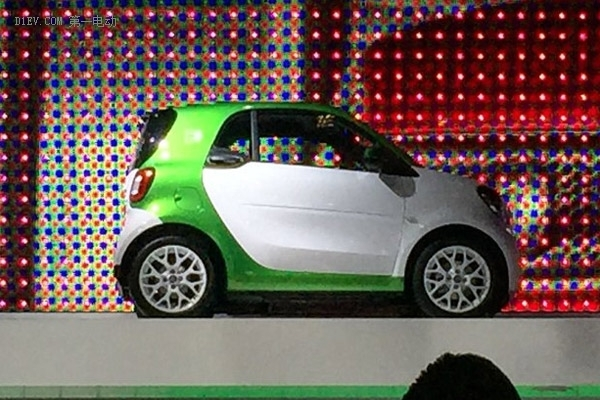 2016巴黎车展探馆:smart fortwo EV版实车亮相