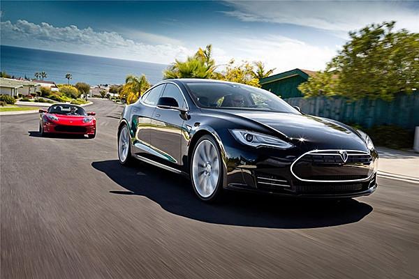 特斯拉全线投产无人驾驶汽车 比人驾驶安全性高