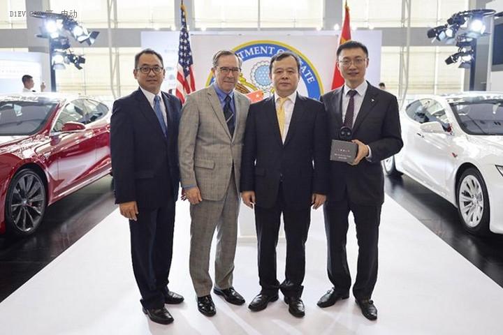 特斯拉发布新国标充电适配器 助力新能源汽车行业发展