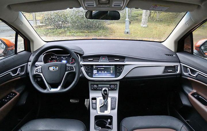 帝豪GS甲醇车曝光 新能源SUV搭载1.8L甲醇动力/明年推出