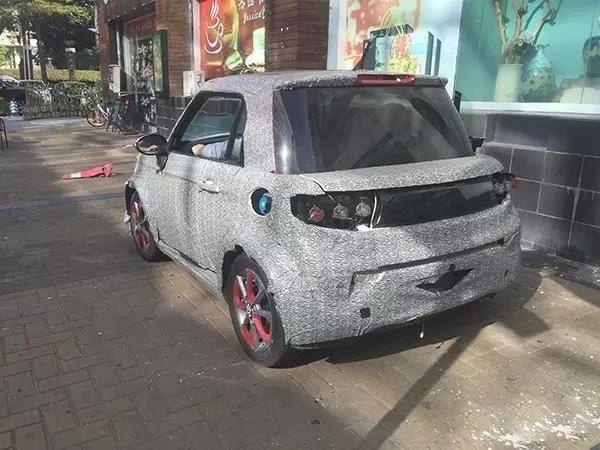 北汽新能源ARCFOX-1伪装谍照街头曝光