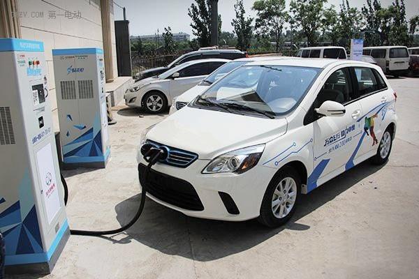 北汽新能源纯电动车型充电