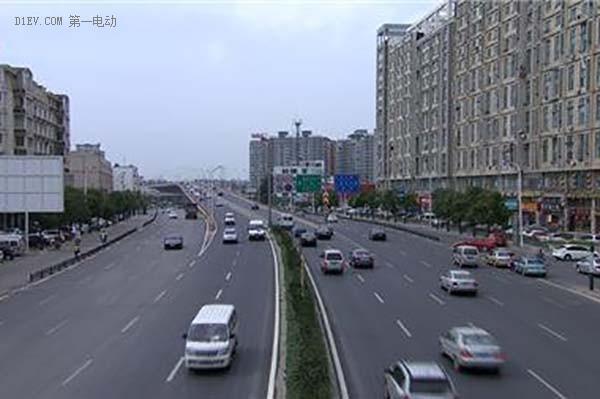 南京规定:网约车为3年以下新车 新能源车优先