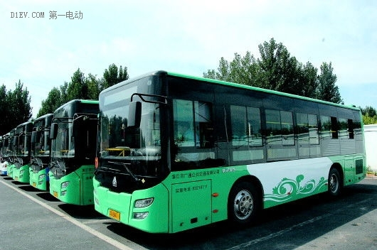 安徽六安市民过年体验百辆新能源公交车