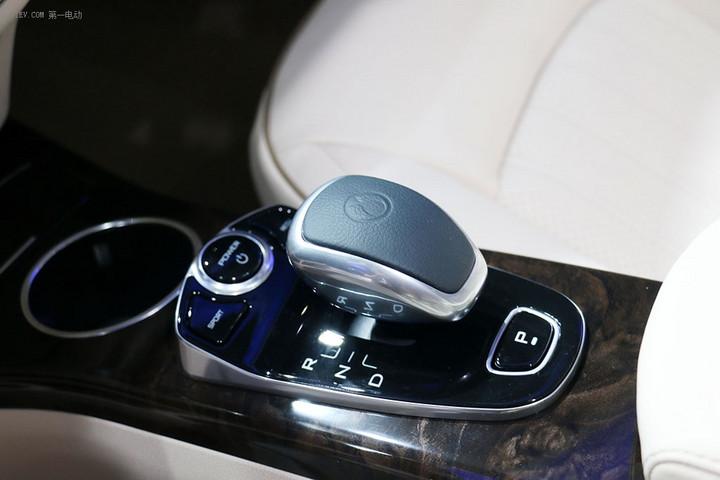 售30.38万起,巡航增加100km 腾势400纯电动汽车上市