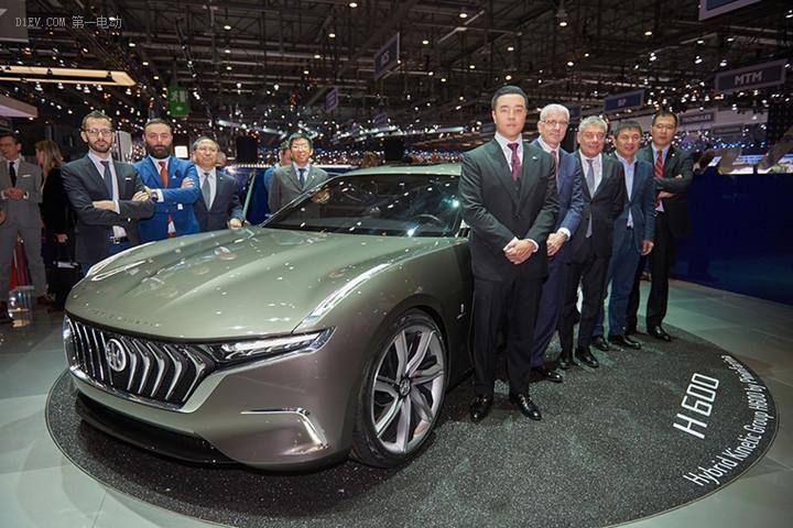 正道集团及宾法公司高层出席日内瓦车展并在正道H600前合影