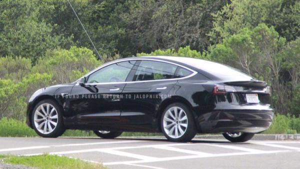 售30万特斯拉Model 3量产版测试照曝光!中国属最后一批交付国家