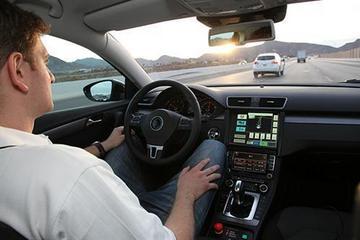 """自动驾驶并不意味着司机可以""""打酱油"""""""