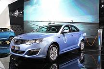 国内车市首个O2O电商平台上线 荣威550插电强混轿车开卖