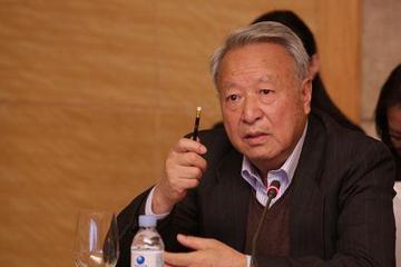 王秉刚:丰富电动车选择和提供充电桩安装很重要