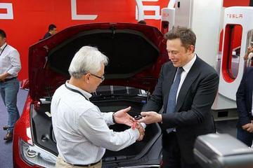 【一周热点】马斯克向首批Model S中国车主交车 腾势发布