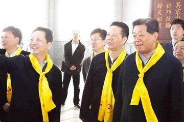 贾庆林到东风公司参观考察 体验纯电动客车
