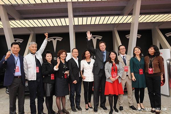 特斯拉CEO马斯克出席中国交车仪式
