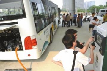 安徽今年淘汰25.8万辆黄标车 合肥芜湖建10座公交车充电站