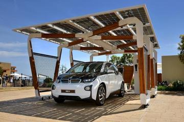 宝马展示太阳能概念车库 为电动汽车提供动力