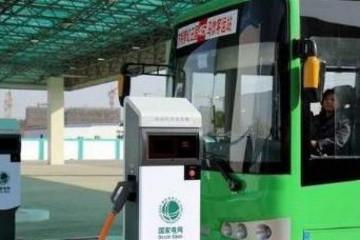 四川眉山首辆新能源公交车上路运行