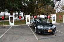 特斯拉美国车主讲述:纽约的超级充电站终于启动了!