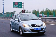 """纯电动车也能郊游?""""改造增程式版""""北汽E150EV体验"""