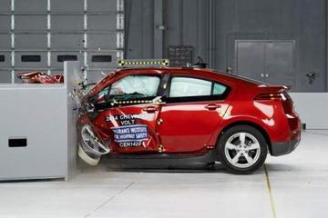 美IIHS小型车/电动车碰撞测试 沃蓝达合格聆风差评