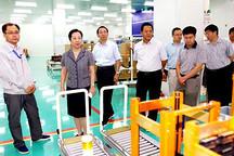闫傲霜调研北京市新能源汽车动力电池全自动生产线