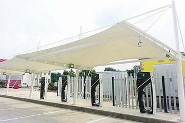 京港澳高速湖北段两服务区充电站建成