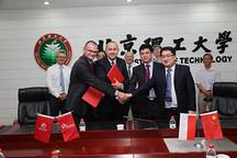 中国波兰E-Bus项目样车签约仪式