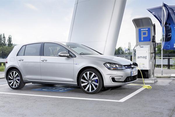 大众高尔夫GTE上市两年默默无闻,现在推插电混动车合适吗?