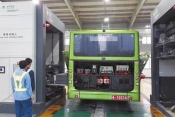 河南首座电动汽车充换电站试运营 换电只需10分钟