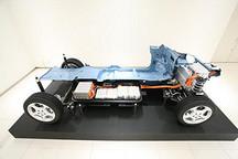 江苏镇江市研究试验全国首辆轮驱电动汽车