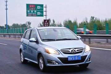 """庞大否认卖""""带牌""""新能源汽车 律师称""""背户车""""风险大"""