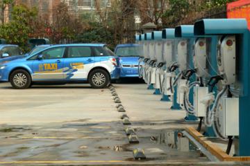 西安高新区首期百个电动汽车充电桩通过验收
