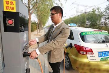 北京首批路灯充电桩昌平上岗 试运行期间可免费充电