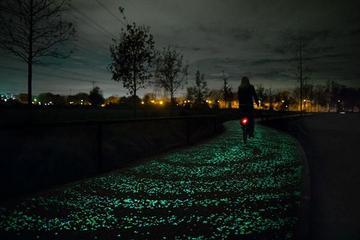 荷兰建成首个太阳能车道 未来或可提供电力