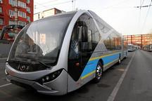 北京现18米长新型电动公交车 近期将上路运营