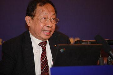 陈清泉:一些新能源车企不找市场找市长