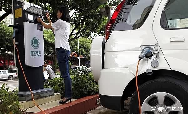 """上海新能源车购买审核收紧 充电桩成""""门槛"""""""