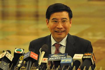 工信部长苗圩:让新能源汽车用户买得到车充得上电