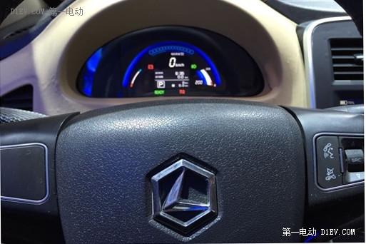 雷丁锂电版V60i亮相山东国际新能源汽车展