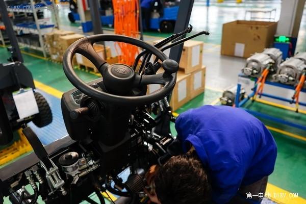 用腾势的经验技术造比亚迪超级电叉车