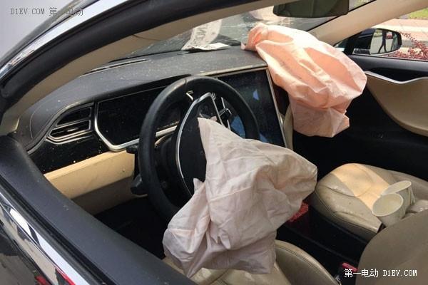 特斯拉Model S安全气囊都打开了