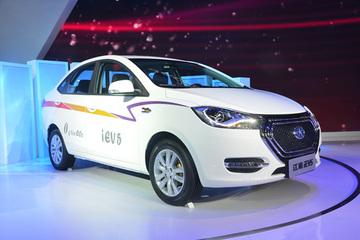 上海车展少了车模 多了新能源车凶猛比拼