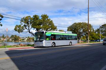 济宁市城际公交首批纯电动公交车正式上线运营