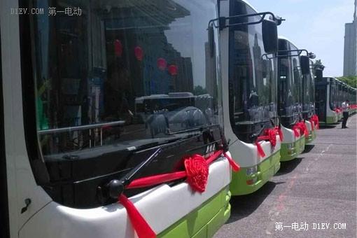 搭载松正4代的插电式混动系统公交车在岳阳投入使用