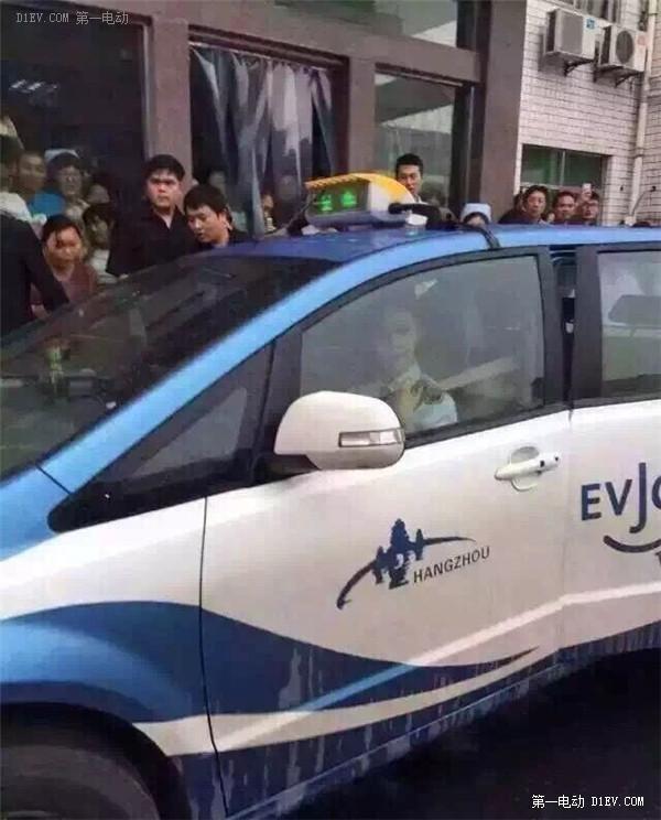 范冰冰变身比亚迪e6出租车司机