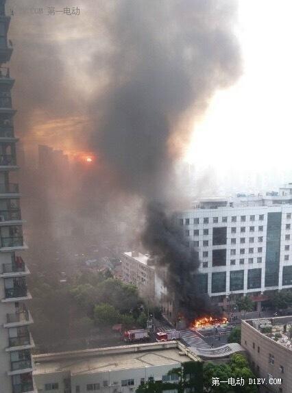 上海超级电容公交车自燃 起火原因正在调查