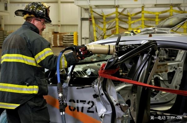 电动汽车着火怎么办?看特斯拉和通用汽车的灭火方法论